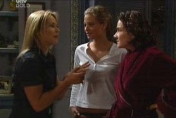 Steph Scully, Felicity Scully, Lyn Scully in Neighbours Episode 3971