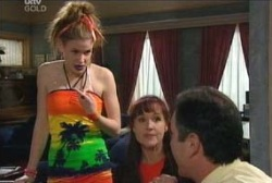 Elly Conway, Susan Kennedy, Karl Kennedy in Neighbours Episode 3972
