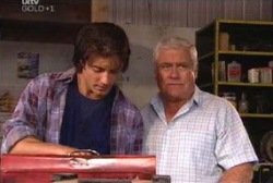 Drew Kirk, Lou Carpenter in Neighbours Episode 3973