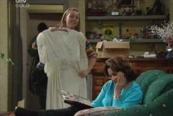 Michelle Scully, Lyn Scully in Neighbours Episode 3974