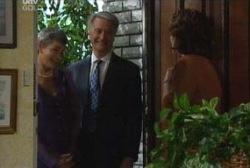 Chloe Lambert, John Lambert, Lyn Scully in Neighbours Episode 3975