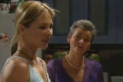 Chloe Lambert, Steph Scully in Neighbours Episode 3975