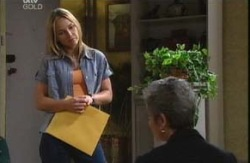Steph Scully, Chloe Lambert in Neighbours Episode 3983