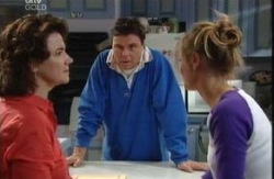 Lyn Scully, Joe Scully, Felicity Scully in Neighbours Episode 3984