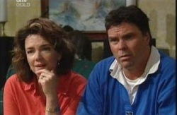 Joe Scully, Lyn Scully in Neighbours Episode 3985