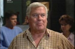 Lou Carpenter, Lyn Scully, Joe Scully in Neighbours Episode 3988