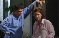 Joe Scully, Lyn Scully in Neighbours Episode 3988