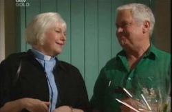 Rosie Hoyland, Lou Carpenter in Neighbours Episode 3990