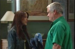 Libby Kennedy, Lou Carpenter in Neighbours Episode 3990