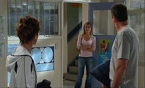 Susan Kennedy, Izzy Hoyland, Karl Kennedy in Neighbours Episode 4768