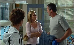 Susan Kennedy, Izzy Hoyland, Karl Kennedy in Neighbours Episode 4769