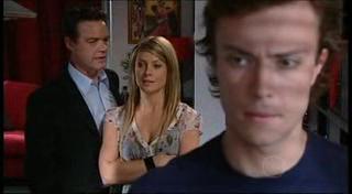 Paul Robinson, Izzy Hoyland, Robert Robinson in Neighbours Episode 4947