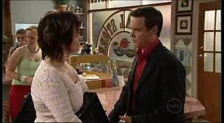 Lyn Scully, Paul Robinson in Neighbours Episode 4950