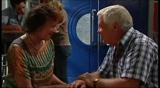 Mishka Schneiderova, Lou Carpenter in Neighbours Episode 4954