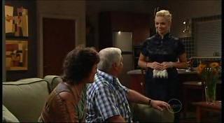 Mishka Schneiderova, Lou Carpenter, Sky Mangel in Neighbours Episode 4955
