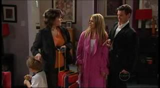 Oscar Scully, Lyn Scully, Izzy Hoyland, Paul Robinson in Neighbours Episode 4958
