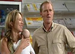 Max Hoyland, Steph Scully, Charlie Hoyland in Neighbours Episode 4960
