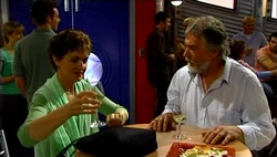 Susan Kennedy, Gary Evans in Neighbours Episode 4689