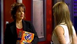 Lyn Scully, Izzy Hoyland in Neighbours Episode 5033