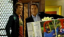 Robert Robinson, Paul Robinson in Neighbours Episode 5033