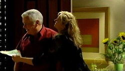 Lou Carpenter, Janelle Timmins in Neighbours Episode 5034