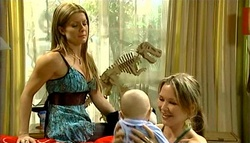 Izzy Hoyland, Charlie Hoyland, Steph Scully in Neighbours Episode 5037