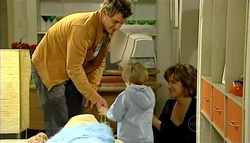Ned Parker, Oscar Scully, Lyn Scully in Neighbours Episode 5038