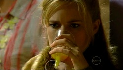 Elle Robinson in Neighbours Episode 5038