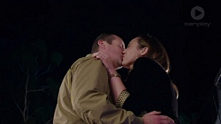 Toadie Rebecchi, Sonya Mitchell in Neighbours Episode 7726