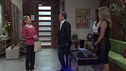 Hilary Robinson, Paul Robinson, Elly Conway, Courtney Grixti in Neighbours Episode 7730