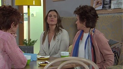 Susan Kennedy, Amy Williams, Lyn Scully in Neighbours Episode 7733