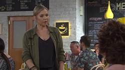 Steph Scully, Lyn Scully in Neighbours Episode 7733