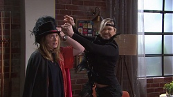 Sonya Mitchell, Steph Scully in Neighbours Episode 7739