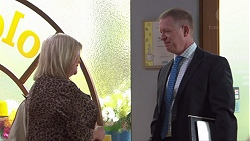 Sheila Canning, Clive Gibbons in Neighbours Episode 7739