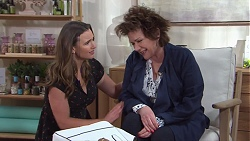 Amy Williams, Lyn Scully in Neighbours Episode 7748