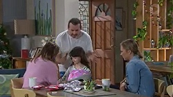Sonya Mitchell, Toadie Rebecchi, Nell Rebecchi, Steph Scully in Neighbours Episode 7750