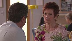 Paul Robinson, Susan Kennedy in Neighbours Episode 7770