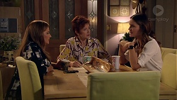 Terese Willis, Susan Kennedy, Elly Conway in Neighbours Episode 7787