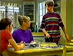 Anne Wilkinson, Ruth Wilkinson, Lance Wilkinson in Neighbours Episode 2772