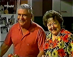 Lou Carpenter, Marlene Kratz in Neighbours Episode 2772