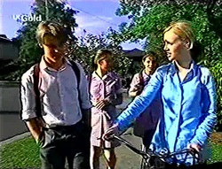 Billy Kennedy, Anne Wilkinson, Hannah Martin, Lisa Elliot in Neighbours Episode 2784