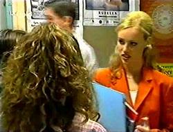 Hannah Martin, Lisa Elliot in Neighbours Episode 2786
