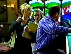 Joanna Hartman, Debbie Martin, Philip Martin in Neighbours Episode 2788
