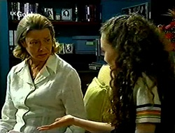 Helen Daniels, Debbie Martin in Neighbours Episode 2789
