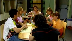 Stingray Timmins, Janelle Timmins, Oscar Scully, Lyn Scully, Janae Timmins, Bree Timmins, Dylan Timmins in Neighbours Episode 4698