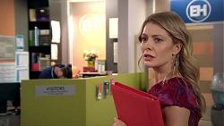 Izzy Hoyland in Neighbours Episode 7791