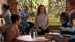 Susan Kennedy, Holly Hoyland, Karl Kennedy in Neighbours Episode 7793