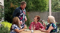 Terese Willis, Gary Canning, Susan Kennedy, Sheila Canning in Neighbours Episode 7796