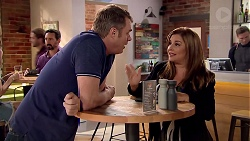 Gary Canning, Terese Willis in Neighbours Episode 7800