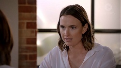 Amy Williams in Neighbours Episode 7814